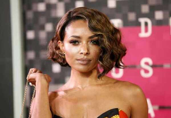 黑人那么大女人��.#y.�_恕小编不道德,从小到大在我印象中,黑人女人除了眼睫毛很好看之外,长