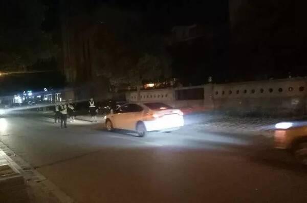 车主们注意!海安交警正在查处滥用远光灯行为!