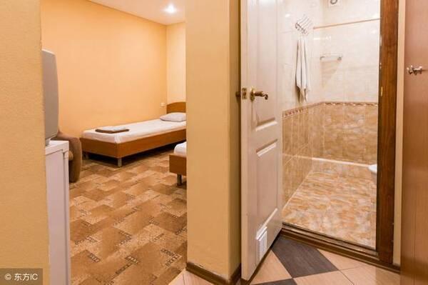 厕所门人体_身体疾病,主要妇科疾病;卫生间对厨房,容易引起肠胃等症状  1,厕所门