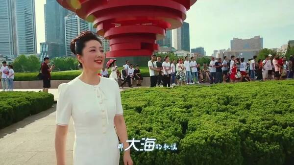 青島電視臺主持人黃輝圖片