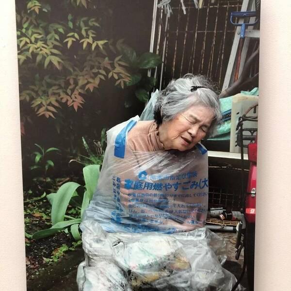 国产偷拍老太太自慰_日本老奶奶70岁学摄影,87岁自学ps!活得比18岁还精彩!