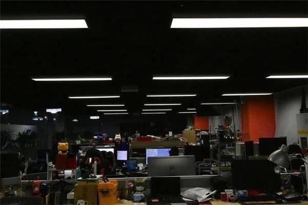 �k公室�b修照明�O�