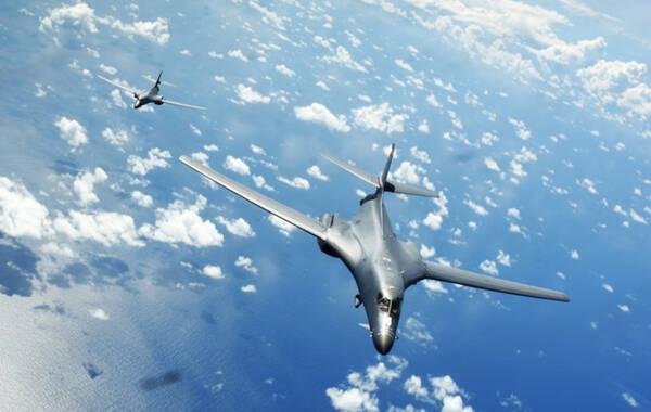 美太平洋司令部称两架美战略轰炸机飞越南海