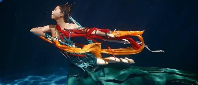 """河南卫视炸场的""""神仙姐姐"""":从周星驰电影替身,到成为""""美人鱼"""""""
