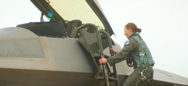 不一般!美军F-22战斗机女飞行员曝光