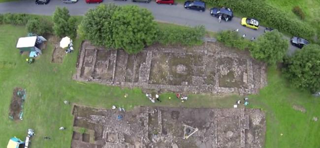 男子花毕生积蓄挖荒地12年 竟发现700年古城