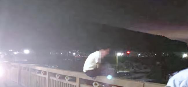 男子网贷两万多无力偿还 跳桥轻生被消防员扯回