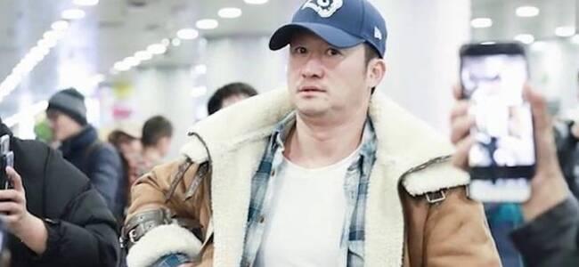 吴京机场怒斥直播者撞到行人 表情超凶但仍被怼脸拍摄