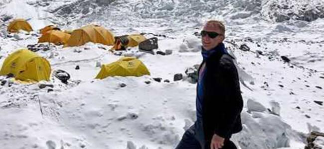 珠峰现拥堵9天死10人 登山客遇难前兴奋登顶视频曝光
