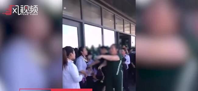 导游误踩孩子脚遭家长殴打嘴咬:我拒绝和解