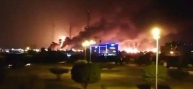"""沙特""""世界最大石油加工设施""""遭袭击 现场火光冲天"""