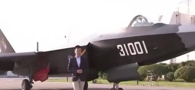 """中国第二款隐身战机""""鹘鹰""""惊艳亮相!"""