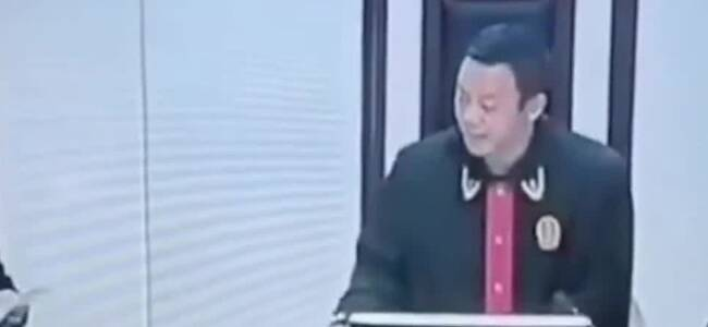 漠视开发商强拆 审判长当庭怒斥区政府:锅不是这么背的!