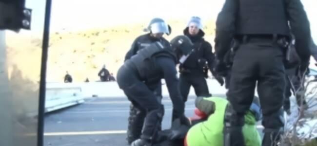 加泰独立支持者堵塞高速 法国与西班牙警方联合清场