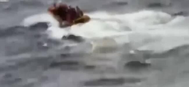 韩国一渔船起火浓烟滚滚12人失踪 总理下令全力搜救