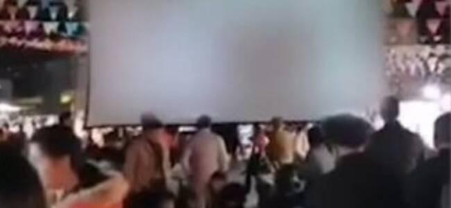 广东揭阳有人当众用投影放不雅视频 警方火速抓获2人