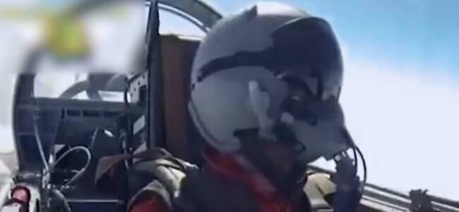 台军菜鸟飞行员疯狂犯错差点撞机 教官情绪失控了