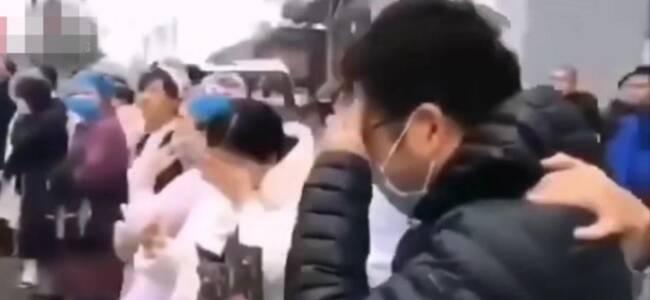 河南医疗队驰援武汉 小伙流泪对妻子高喊:我爱你啊!