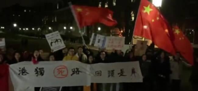 美国大学邀请黄之锋罗冠聪座谈 大批中国留学生抗议