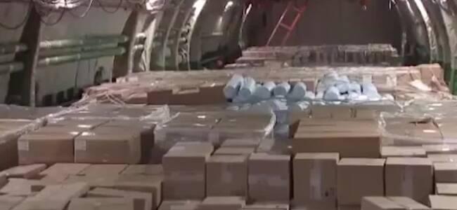 实拍:俄罗斯派遣军机运送美国购买60吨医疗物资