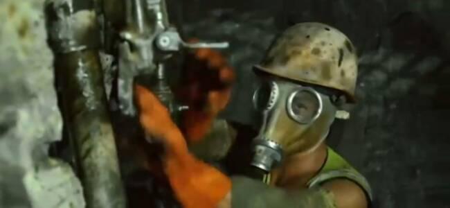 """世界罕见""""毒气""""隧道在云南贯通 ,建设者戴防毒面具施工"""
