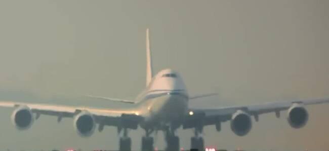 国航客机一乘客自杀身亡 民航机长:非常痛心 或已违法