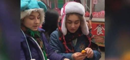 为烤地瓜代言,美国姐妹花在中国做公益