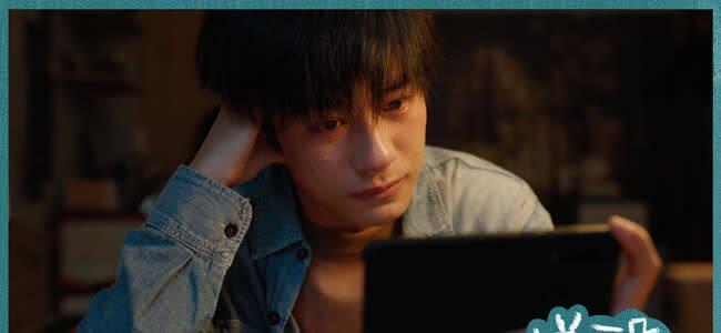 """《送你一朵小红花》热映中 """"你不在时父母的一天""""片段尽显温情催泪"""