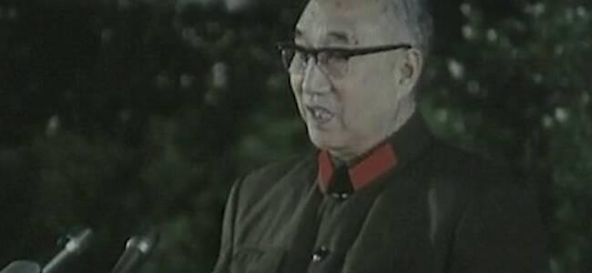 庆祝解放军建军52周年,徐向前慷慨发言,现场响起雷鸣般掌声