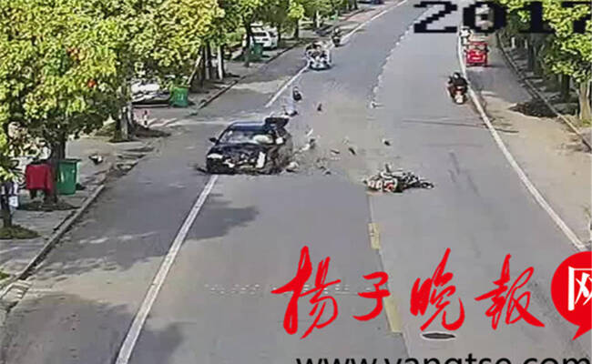 江苏男子骑电动车急转弯 被轿车撞后身亡
