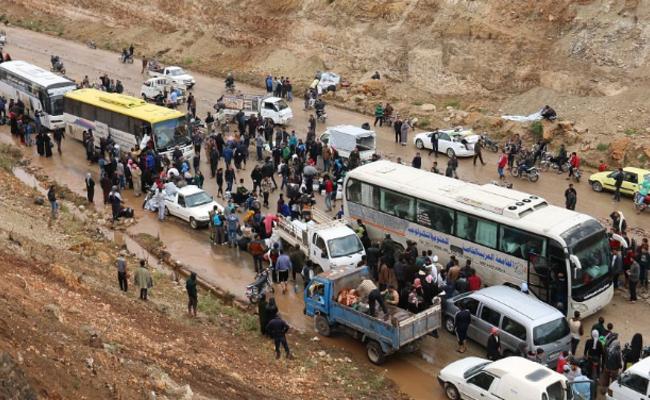 叙利亚疏散行动持续 民众泥泞中开拔