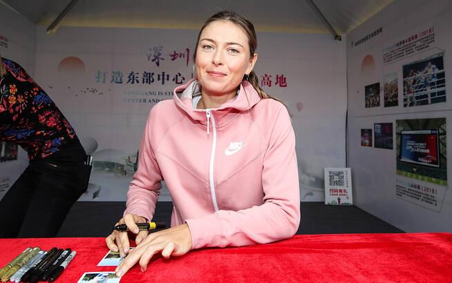 莎拉波娃出席球员活动 为粉丝签名人气火爆