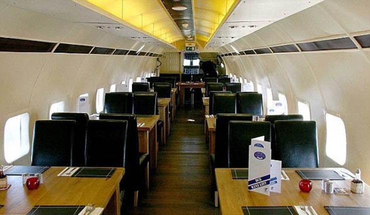 光谷飞机餐厅人均消费_餐厅卡通图片