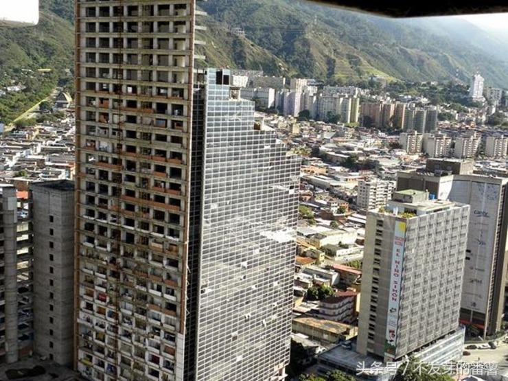 一栋45层的摩天大楼 却成了全球最高的贫民窟