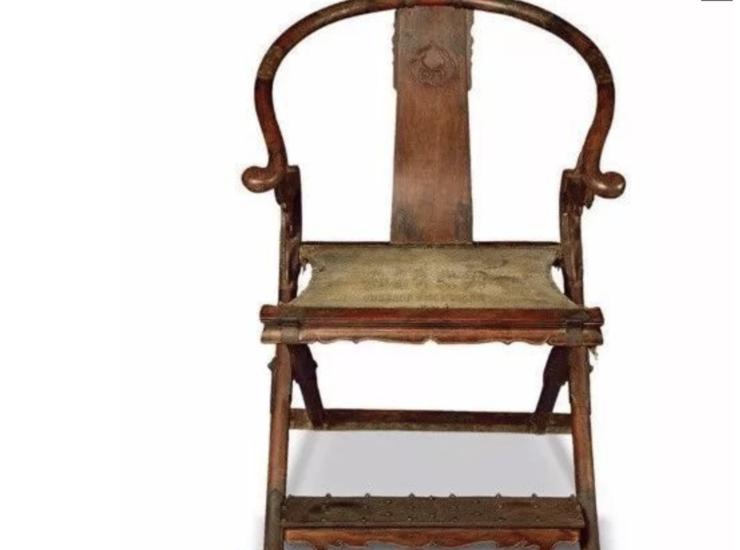 在2010年12月12日南京正大拍卖会上,一把明代黄花梨交椅拍出近7000万元,创下历史上黄花梨椅拍
